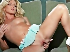 golden-haired niki lee juvenile fingers her cunt