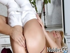 chick plays with plump 76-pounder