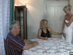 she is acquires lured into 8some by his parents